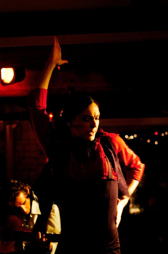 Monica-bailando-una-coreografia-de-flamenco